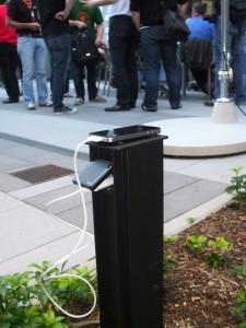 Smartphone lädt outdoor